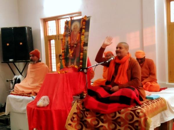 SwamiVyasanandWavingBlesisngs