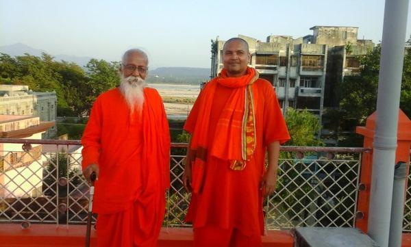 Harinandan_Baba_and_Swami_Vyasanand .jpg